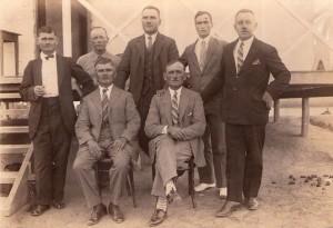 Antoni Zborowski w środku trzeci od lewej stoi