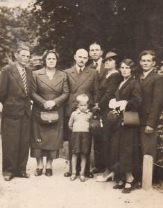 urodziny Zdzicha 1.08.1937 poprawej Agata z mężem